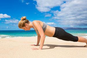 Ασκήσεις γυμναστικής στην άμμο