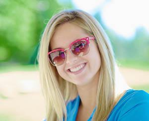 Γυαλιά ηλίου  Οι τάσεις της μόδας ανάλογα με το πρόσωπό σας ... 64e68c331e1