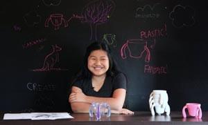 Η εφεύρεση της 11χρονης Lily Born: Το τρίποδο ποτήρι για να πίνει ο παππούς της με Πάρκινσον . VIDEO