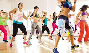 http://www.flowmagazine.gr/article/view/i_nea_tasi_sti_gumnastiki_einai_i_zumba/category/quality_of_life