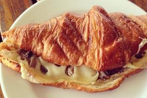 Κρουασάν με μανιτάρια και τυρί