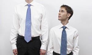 Οι κοντοί άντρες ζουν περισσότερο… λόγω γονιδίων!
