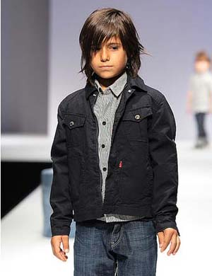 Τα ρούχα που δημιουργούνται για τα παιδιά γίνονται όλο και πιο κομψά. Οι  προτάσεις της μόδας είναι όμορφα σύνολα τόσο για τα κορίτσια όσο και για τα  αγόρια ... 7f5a1ba7808
