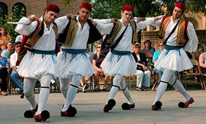 Παραδοσιακοί ελληνικοί χοροί: γιατί να γίνουν το χόμπι μας;