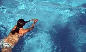 Πόσες θερμίδες καίμε κολυμπώντας;