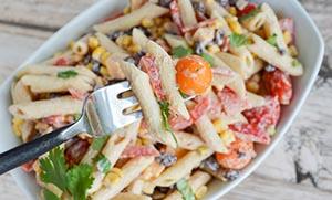 Σαλάτα με πένες και άσπρη σάλτσα