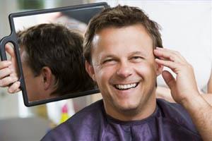 Στα 32 τους κατασταλλάζουν οι άντρες για τα μαλλιά τους