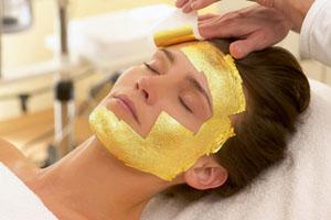 Θεραπεία χρυσού για πρόσωπο και σώμα… για λάμψη παντού!