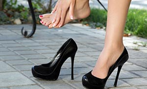 f4fe6cfe054 Τι προκαλούν τα ψηλά τακούνια στις γυναίκες - Flowmagazine