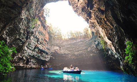 10 υπέροχα φυσικά σπήλαια από όλο τον κόσμο