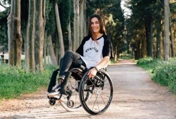 24χρονη Ελληνίδα που παρότι είναι παραπληγική, κάνει σκι, kitesurf και καταδύσεις
