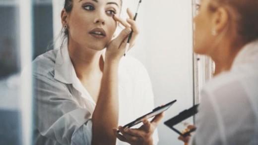 3 κινήσεις που θα αναδείξουν το μακιγιάζ σου στη στιγμή