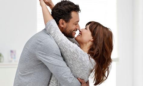 50 μικρές πράξεις που κάνουν το σύντροφό σου να νιώθει ότι αγαπιέται στη σχέση σας