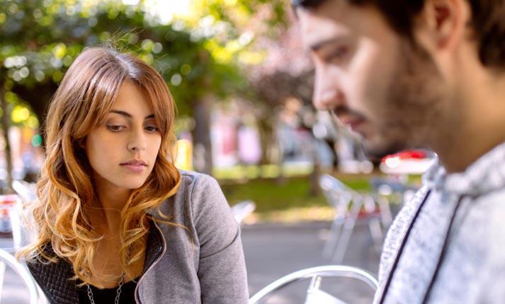6 σημάδια που δείχνουν ότι δεν ενδιαφέρεται ερωτικά για σένα