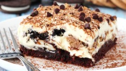 afrato_tiramisou_me_mpiskota_oreo_kai_cookies_featured