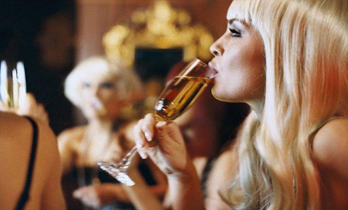 Αλκοόλ: Μας φτιάχνει ή μας χαλάει;