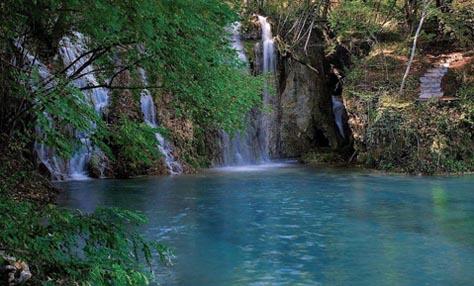 Ανακαλύψτε τη γαλάζια λίμνη της Ελλάδας: Σκρα