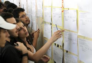 Ανακοινώθηκαν οι βάσεις των Πανελλαδικών εξετάσεων 2012