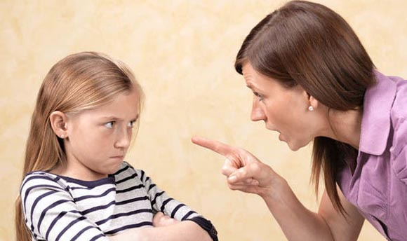 Αυστηροί και επικριτικοί γονείς. Ποια τραύματα αφήνουν στο παιδί;