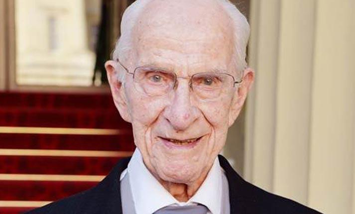 Είναι γιατρός 106 ετών και εξακολουθεί να… εξετάζει ασθενείς!