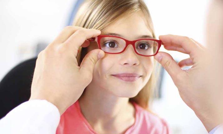 Επιλέξτε τα κατάλληλα γυαλιά για το παιδί σας