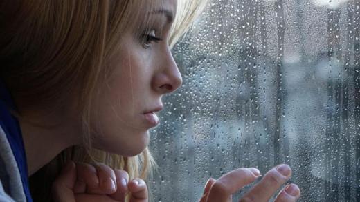 Εποχική κατάθλιψη: Ποιους επηρεάζει περισσότερο & ποια είναι τα συμπτώματα