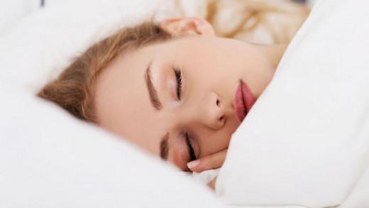 Έτσι θα αποφύγουμε τις ρυτίδες του ύπνου