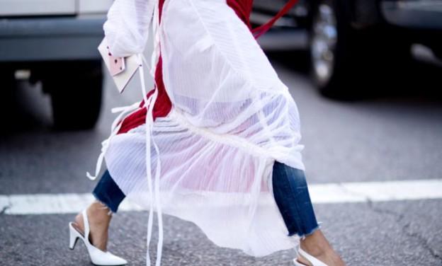 Φορέματα με jeans: Ένας εναλλακτικός ανοιξιάτικος συνδυασμός