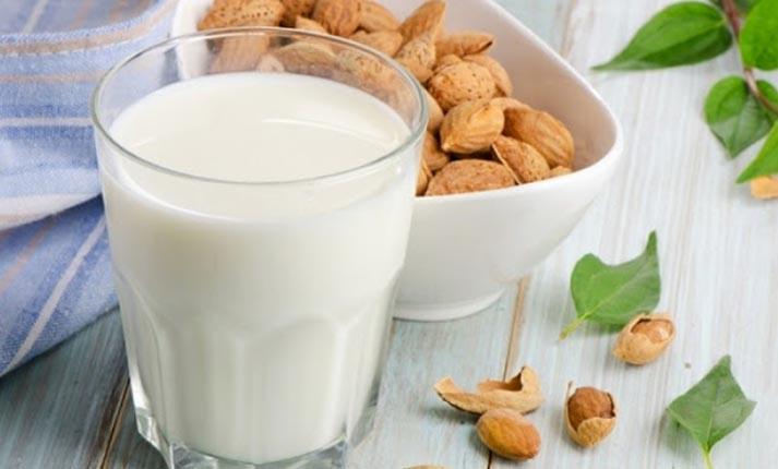 Γάλα αμυγδάλου: Πολύ θρεπτικό & νόστιμο, πώς θα το παρασκευάσετε!