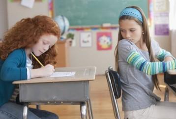 Γιατί «κλέβουν» τα παιδιά στο σχολείο;