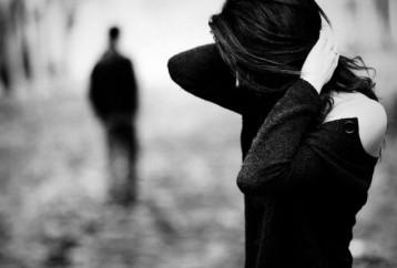 Γιατί κολλάμε σε μια σχέση που έχει τελειώσει;