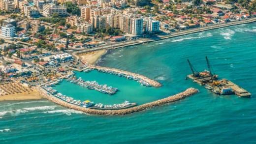 Γιατί να επισκεφθείτε την αρχαιότερη πόλη της Κύπρου, τη Λάρνακα