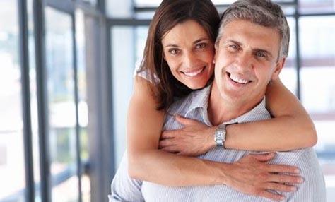 οφέλη από την dating με ένα νεότερο άντρα