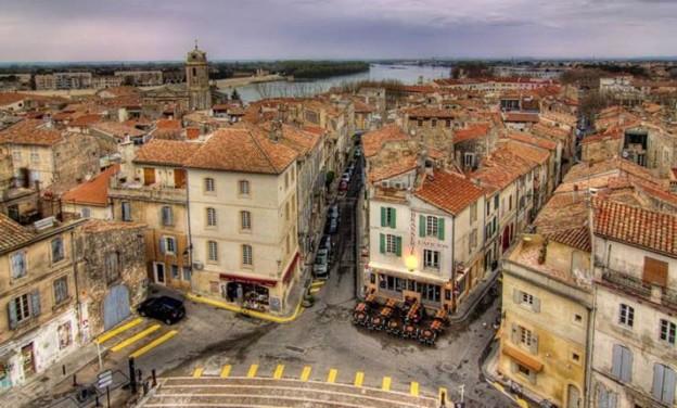 Γιατί πρέπει να επισκεφτείτε την πόλη Arles της Γαλλίας