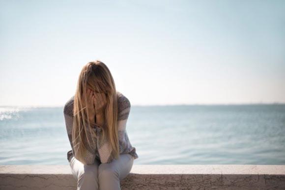 Γιατί το καλοκαίρι η κατάθλιψη είναι τόσο συνηθισμένη;