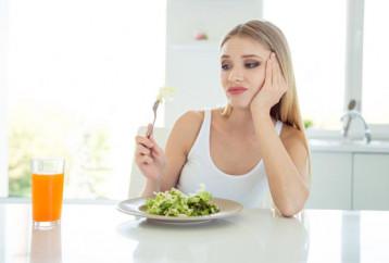 Γιατί το να μένετε νηστική δε θα σας βοηθήσει να χάσετε βάρος