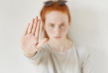 «Γκρι πέτρα»: Η μέθοδος που απομακρύνει από κοντά σου όσους επηρεάζουν αρνητικά την ψυχολογία σου