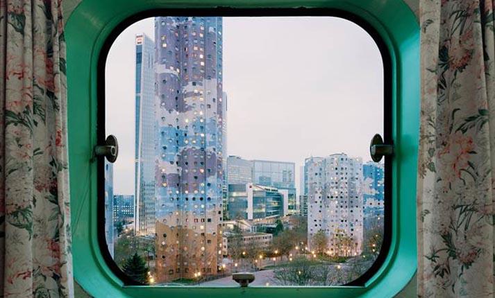 Η εκπληκτική θέα μέσα από τα παράθυρα των διαμερισμάτων του Les Tours Aillaud