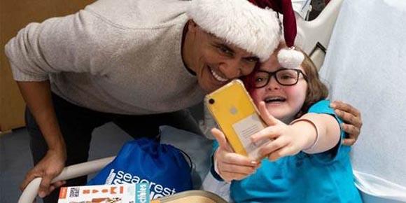 Η επίσκεψη και τα δώρα του Ομπάμα σε νοσοκομείο Παίδων της Ουάσιγκτον