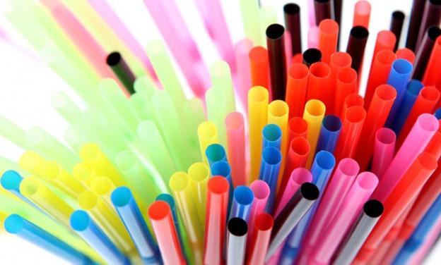 Η Ευρώπη απαγορεύει τα πλαστικά μιας χρήσης