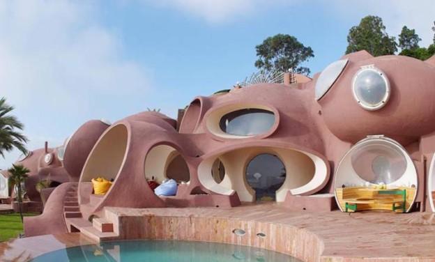 Η φουτουριστική εξοχική κατοικία του Pierre Cardin στη δυτική Γαλλία