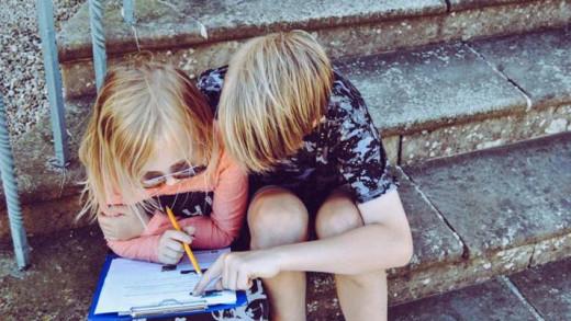 Η τρυφερή συνήθεια που κάνει τα παιδιά πιο έξυπνα σύμφωνα με την επιστήμη