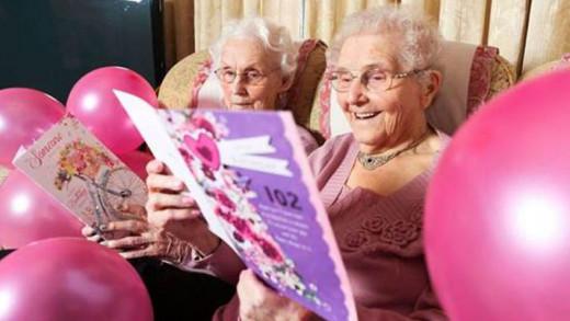 Irene Crump και Phyllis Jones: Οι γηραιότερες δίδυμες Βρετανίδες που είναι 102 ετών!