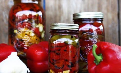 Κόκκινες πιπεριές στο φούρνο