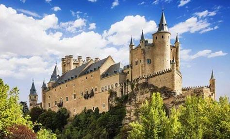 Μαγευτικά κάστρα της Ευρώπης που αξίζουν την επίσκεψή σας
