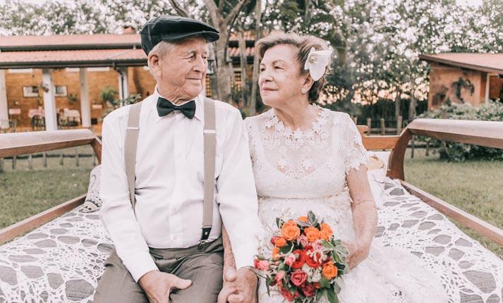Μετά από 60 χρόνια γάμος, μόνο για τη φωτογράφιση!