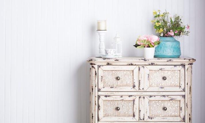 Μεταμορφώστε τα έπιπλα και τις επιφάνειες του σπιτιού σας με χρώματα κιμωλίας