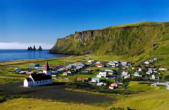 Μια ασυνήθιστη μαύρη παραλία στην Ισλανδία!