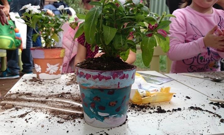 «Μικροί Κηπουροί με πινέλα» – Υπαίθριο εικαστικό εργαστήριο κηπουρικής