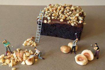 Μικροί κόσμοι φτιαγμένοι από λαχταριστά γλυκά και μινιατούρες